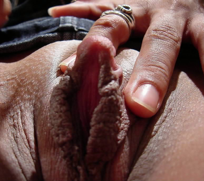 Mature ebony clit